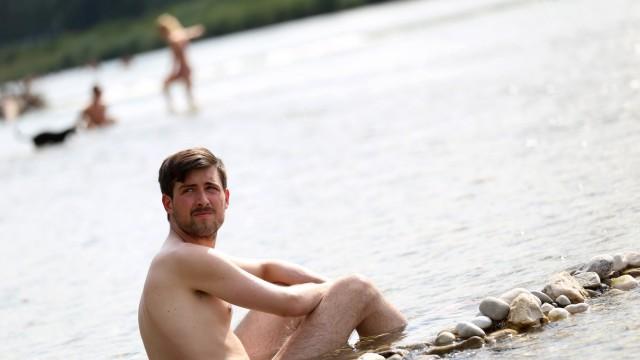 nackt im schwimm