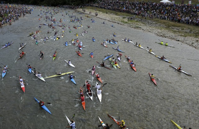 Canoeists start the annual International Descent of the Sella river