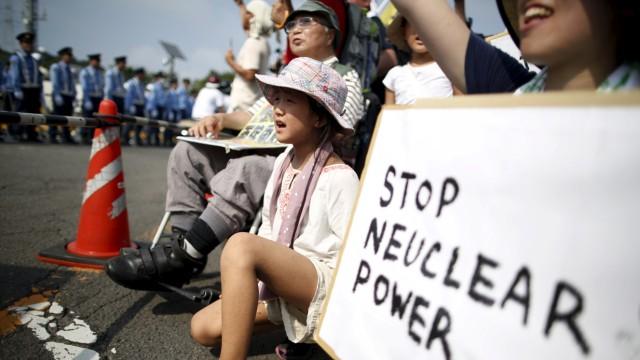 Wider Image: Protesting JapanâÄÖs Nuclear Restart