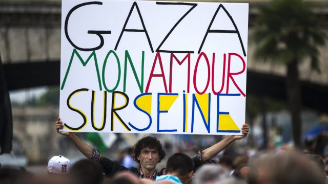 Political uproar against 'Tel-Aviv Beach' of the Paris Plages