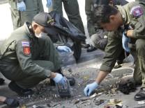 Polizisten am Anschlagsort in Bangkok