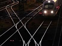 Zug und Bahngleise in München, 2014