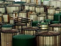 Öltanks im Hamburger Hafen