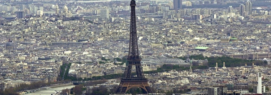Aerial view of Paris and the Eiffel tower April 5, 2001...