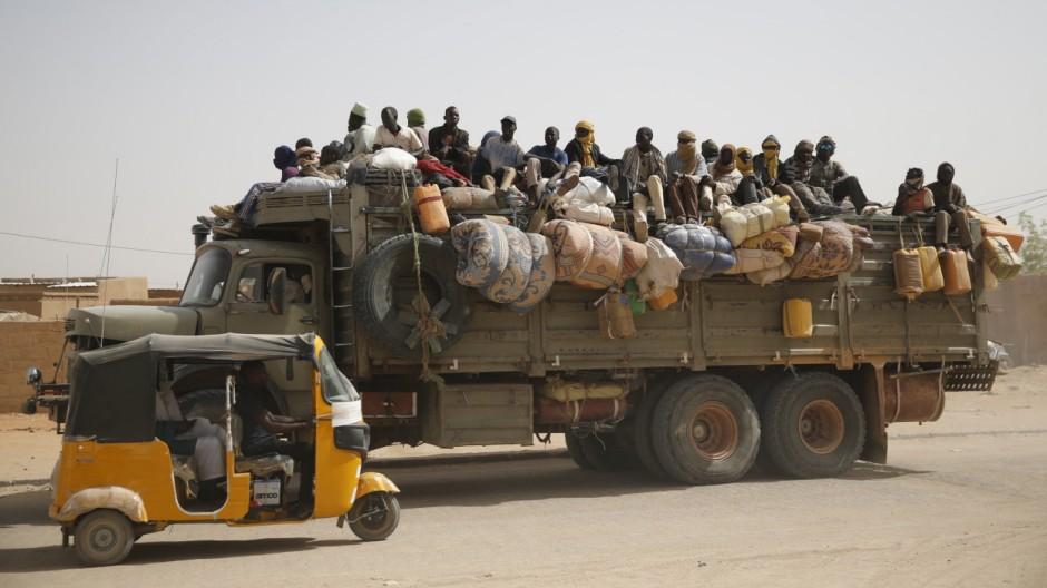 Wider Image - Smuggled through Niger