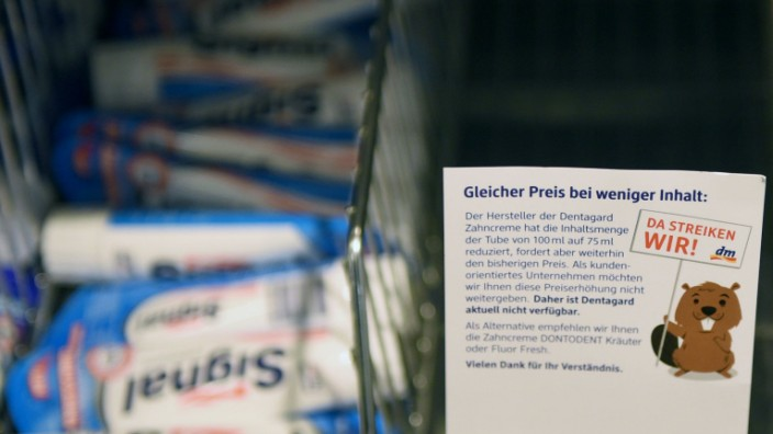 Drogeriemarktkette stellt Zahncremehersteller an den Pranger