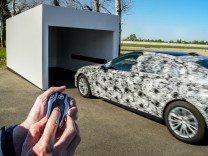 Der neue BMW 7 parkt selbstständig ein