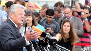 Bundespräsident Gauck besucht Flüchtlingsunterkunft