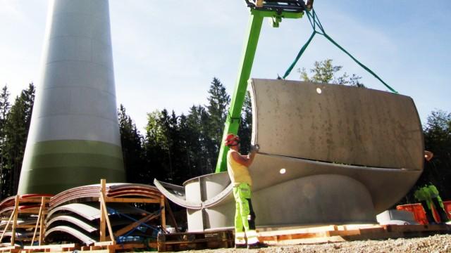 Windkraftanlagen im Bau; Windradbau in Berg