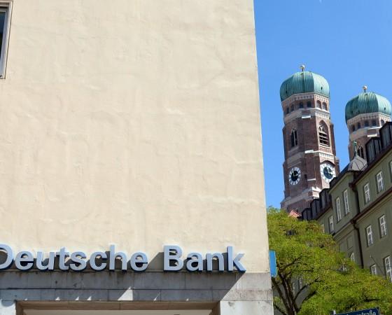 Deutsche Bank und Frauenkirche München, Löwengrube Ecke Karmeliterstraße