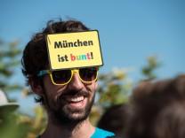 Demonstration vor Flüchtlingsunterkunft