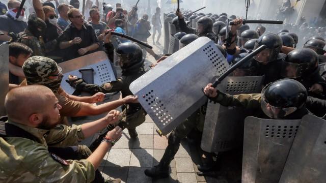 The opponents of chDozens wounded in grenade blast outside Ukrain