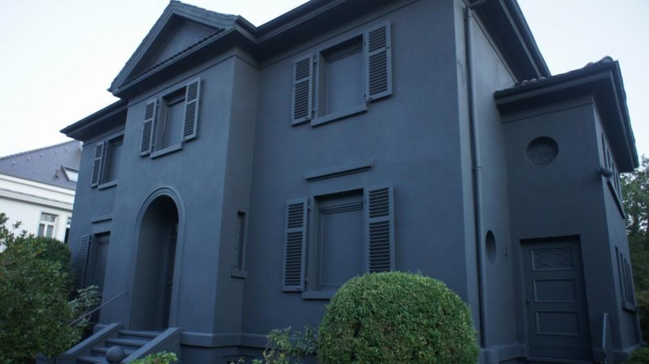 Schwarzes Haus villa in pforzheim wird über nacht schwarz panorama süddeutsche de