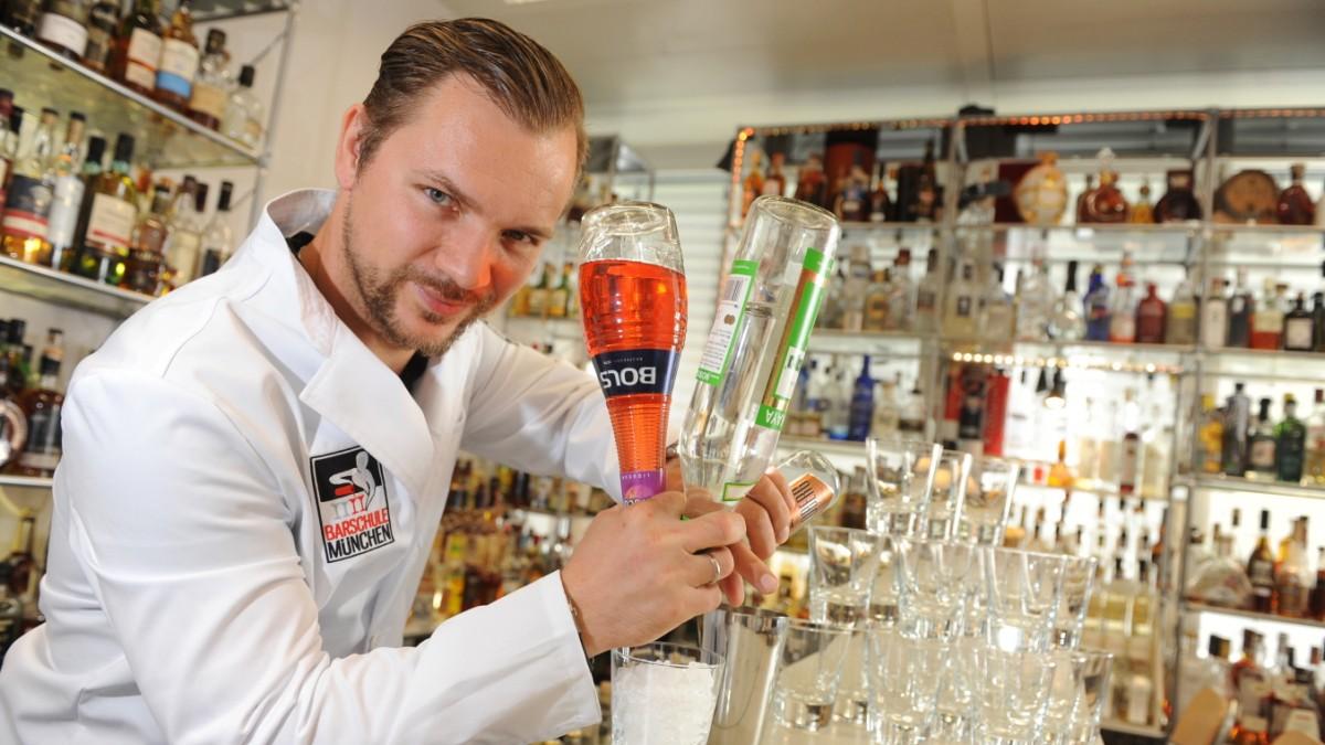 Bartender-Rekordversuch: 19 Cocktails pro Minute - München ...
