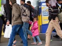 Flüchtlinge, die am HBF aus Ungarn ankommen