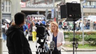 Im Blickpunkt der internationalen Medien steht der Hauptbahnhof, wo Tausende Flüchtlinge ankommen und mit großer Hilfsbereitschaft empfangen werden.