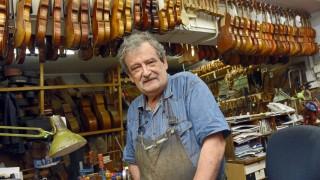 Der Israeli Amnon Weinstein restauriert Instrumente aus dem Holocaust