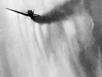 Abschuß eines britischen Jagdflugzeuges, 1940