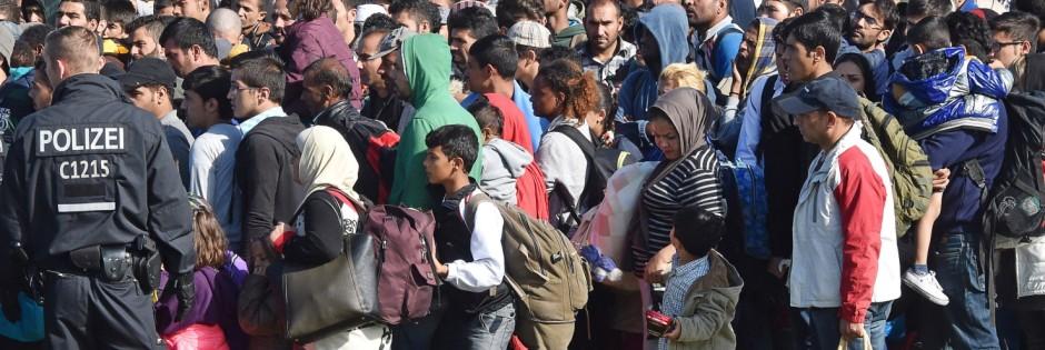 Ankunft von Flüchtlingen in Schönefeld