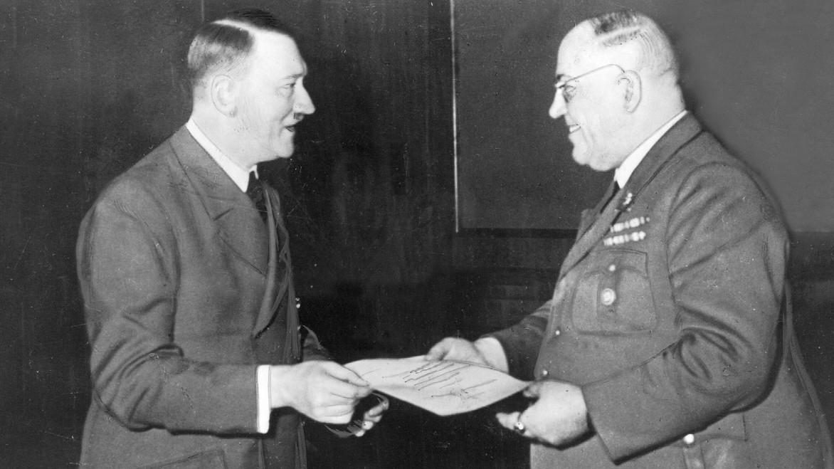 Wie Adolf Hitler von Drogen abhängig wurde