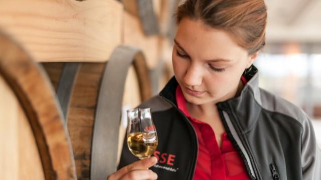 Frauenneuharting Ausbildung zur Destillateurin