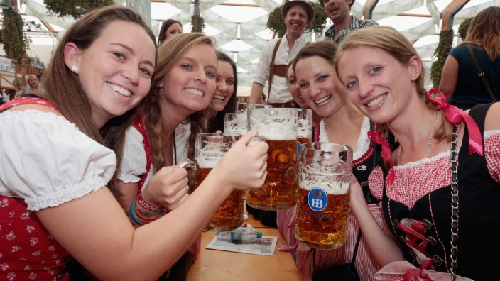 Octoberfest: How to get a table, where to party München