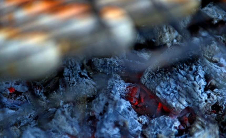 Kohlenmonoxid Darum Kann Drinnen Grillen Todlich Sein Gesundheit