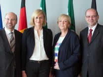 NRW-Ministerpräsidentin Hannelore Kraft bildet ihr Kabinett um