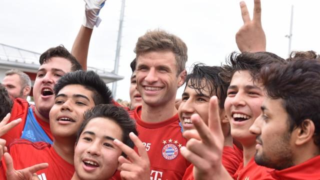 Flüchtlinge in München Aktion des FC Bayern