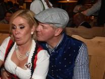 Claudia und Stefan Effenberg auf dem Oktoberfest. Sie feiert dort ihren 50. Geburtstag