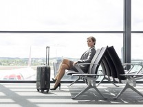 Businesswoman at airport departure lounge model released Symbolfoto property released PUBLICATIONxIN