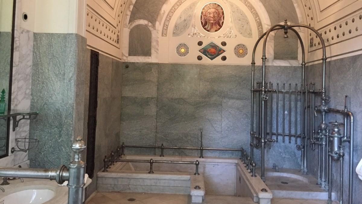 Schloss Stein - Ort für Ärger: das Badezimmer - Schloss Stein ...