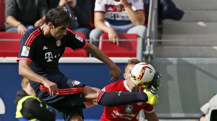 Pablo De Blasis von Mainz im Zweikampf mit Javier Martinez von München 1 FSV Mainz 05 FC Bayern; Martinez