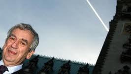Michael Naumann vor dem Hamburger Rathaus