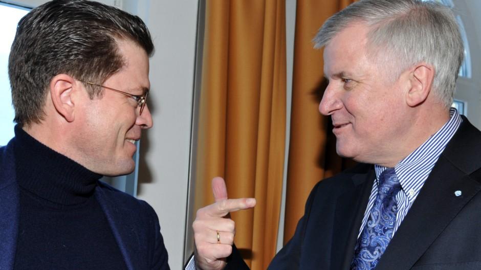 Seehofer holt Guttenberg als Berater in sein Wahlkampfteam