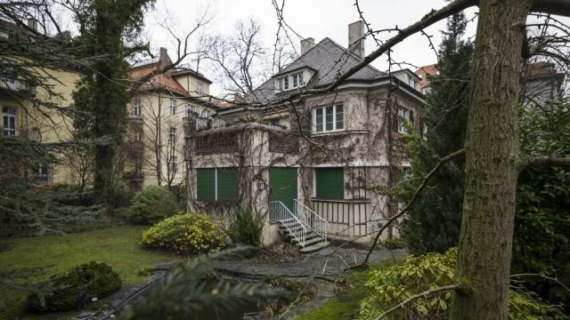 Walmdachvilla an der Kolbergstraße in München, 2013