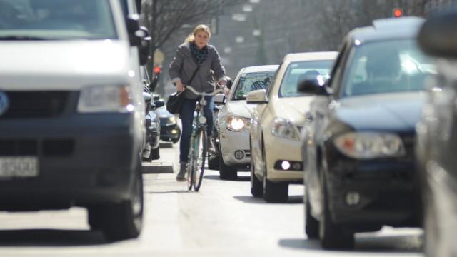 Radfahrerin in der Rosenheimer Straße in München, 2015