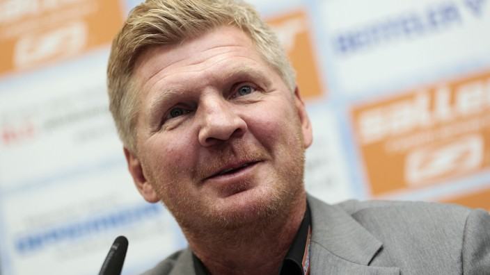 SC Paderborn 07 Unveil New Manager Stefan Effenberg