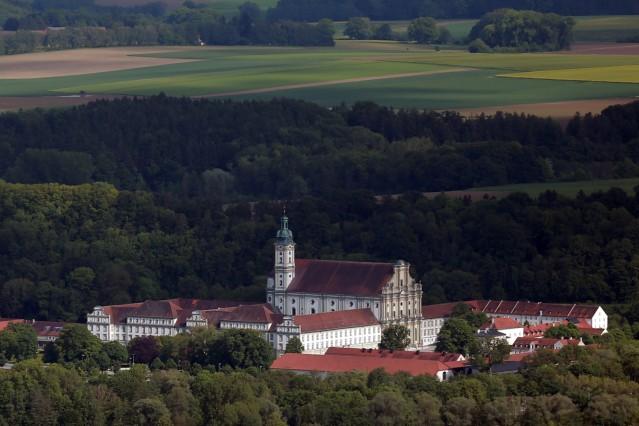 Bruck: Luftbilder HOCHWASSER - Klosterkirche / Kloster Fuerstenfeld / Veranstaltungsforum / Polizeischule