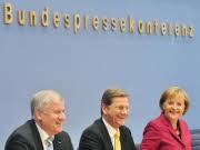 Die kleine Zocker-Koalition, Merkel, Westerwelle und Seehofer präsentieren Koalitionsvertrag; Foto: dpa