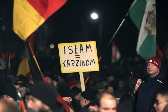 Mehr als 25 000 Menschen haben am Montagabend 12 01 2015 in Dresden an der islamfeindlichen Pegida
