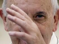 Papst Franziskus bei der Bischofssynode in Rom