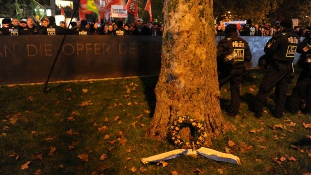 Pegida Zeichen gegen Pegida