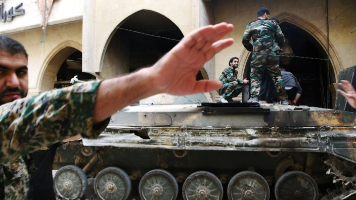 Photos from Aleppo Syria An officer front in Syrian government forces attempts to stop photos bei