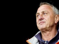 Dutch football legend Cruyff has health problems