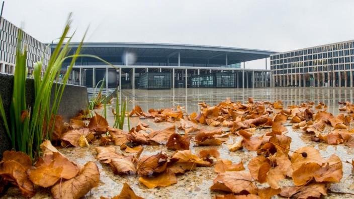 Trüber Herbstmorgen am Hauptstadtflughafen