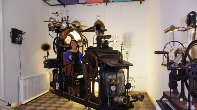 Low Tech Instruments  Museum  Ausstellung der Künstlerin  Charly-Ann Cobdak