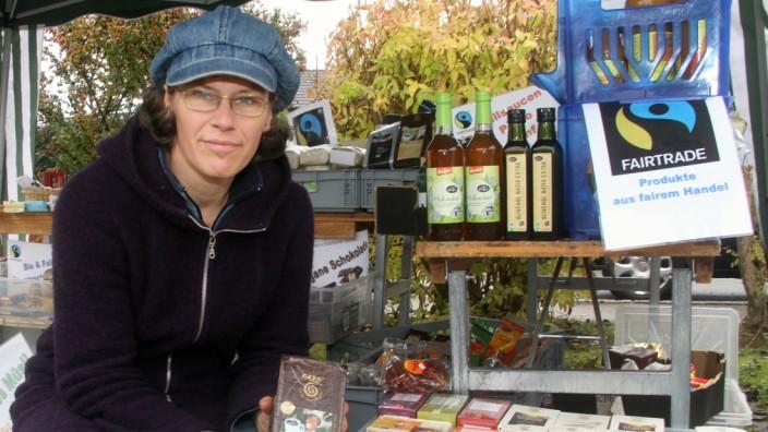 Christiane Lüst auf dem Wochenmarkt; Christiane Lüst auf dem Wochenmarkt in Söcking