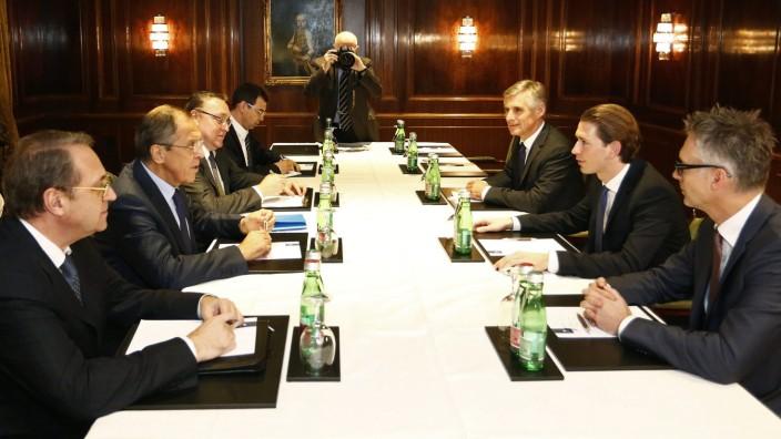 Kerry, Lavrov begin Syria-focused talks in Vienna