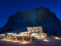 Südtiroler Emilio-Comici-Hütte am Fuß des Langkofels.